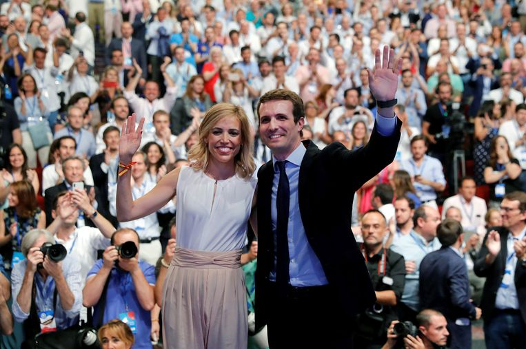Pablo Casado met zijn vrouw Isabel Torres. Beeld EPA