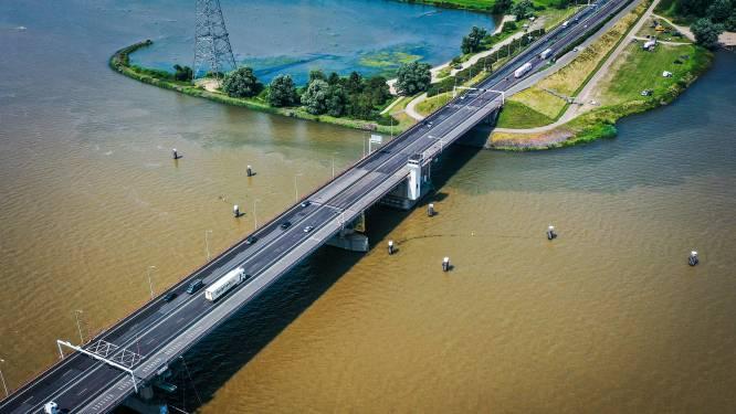 Rijkswaterstaat stelt gedeeltelijke afsluiting Haringvlietbrug op laatste moment uit
