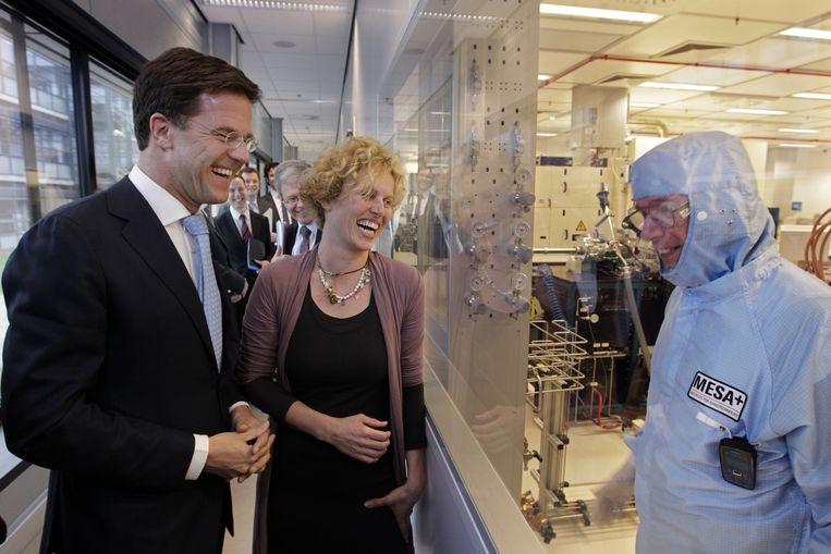Minister-president Mark Rutte bezoekt het nanolab van de Universiteit van Twente. Beeld ANP
