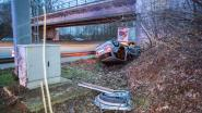 Automobiliste als bij wonder slechts lichtgewond na zware crash