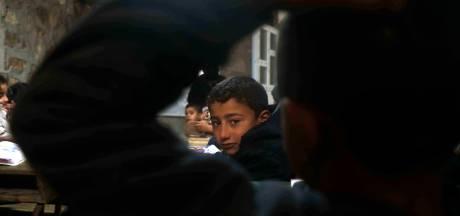 In Syrië begint het politieke spel al op de kleuterschool, met een gebaar dat lijkt op de Hitlergroet