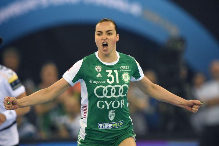 Yvette Broch juicht na een doelpunt voor haar club Györi in de Champions League-finale van 2018 tegen HK Vardar. Beeld AFP