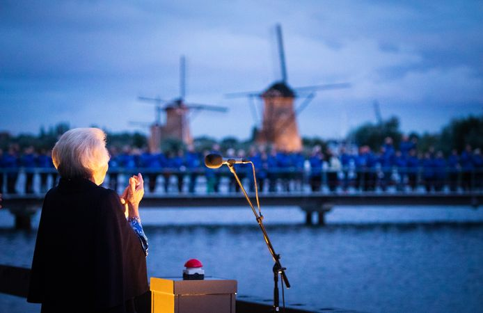 Prinses Beatrix opent het nieuwe bezoekerscentrum.