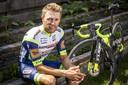 Maurits Lammertink, profrenner van Intermarché Wanty Gobert die nog kans maakt op selectie voor de Tour de France, voorziet deelnemers aan de Lezerstour van tips.