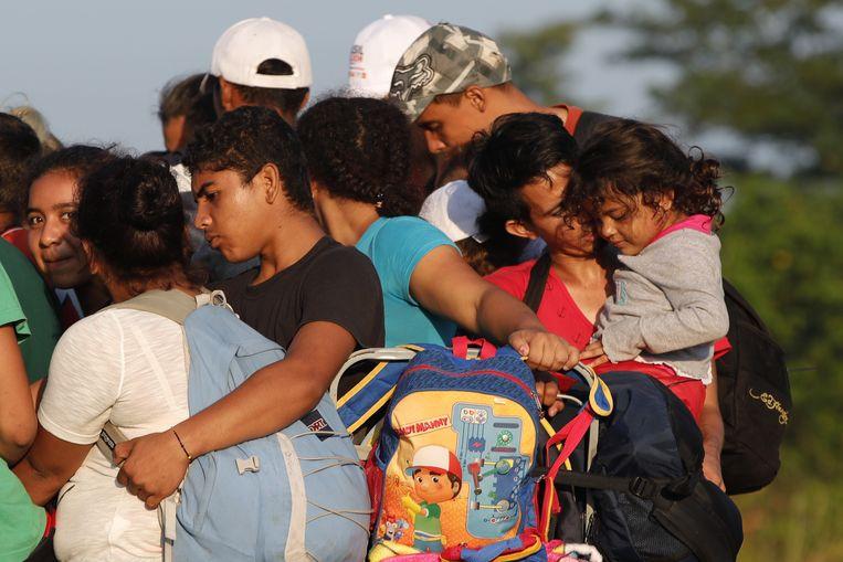 Honduras migranten op een truck, onderweg naar de VS. Ze zijn ervan overtuigd dat de Amerikaanse president Donald Trump hen – met de hulp van God – zal binnenlaten in de VS.  Beeld EPA