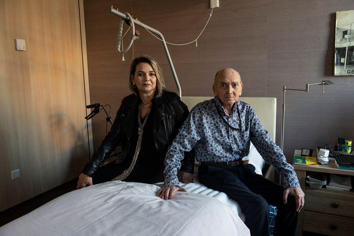 Dhr. Hopman (88) moet per 1 maart hospice Marianahof verlaten omdat hij geen zorgindicatie meer heeft. Dochter Sylvia van Beers is boos en moet binnen een week woonruimte voor haar vader zoeken.