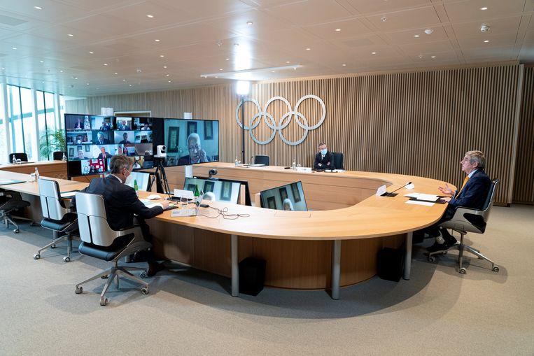 Thomas Bach, voorzitter IOC, tijdens een vergadering over de Olympische spelen van 2021. Beeld REUTERS
