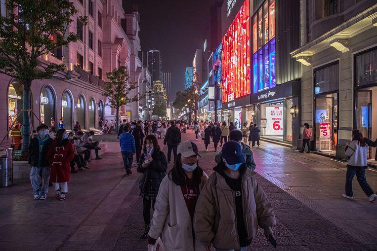 In Wuhan begint het normale leven terug te keren. Volgens de EU heeft China na de corona-uitbraak desinformatie verspreid. Beeld EPA