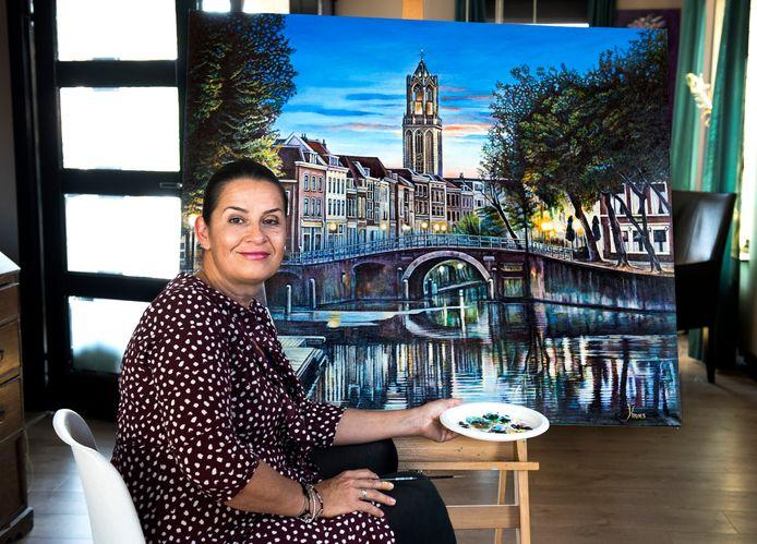 Anna-Marie Kroes schilderde dit gezicht op de Domtoren.