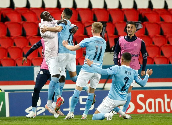 Manchester City viert de 1-2 van Riyad Mahrez.