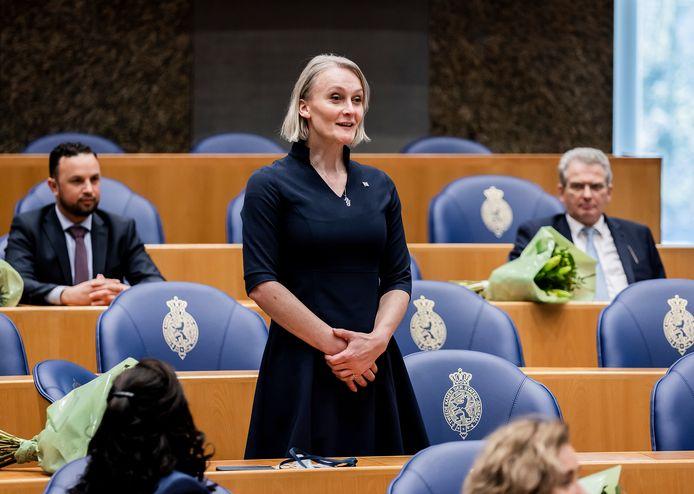 Lisa van Ginneken wordt beëdigd als het eerste transgender Tweede Kamerlid.
