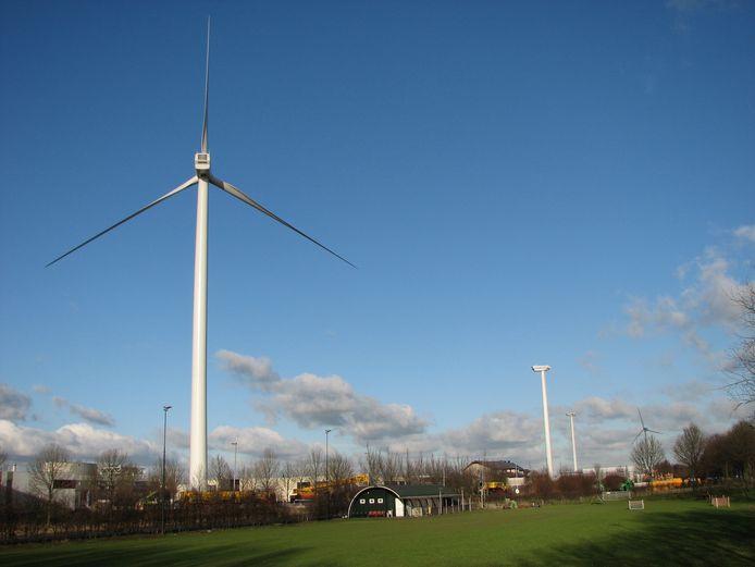 Archiefbeeld ter illustratie: het plaatsen van drie windmolens in Lansinghage in 2011, op de achtergrond Siemens.