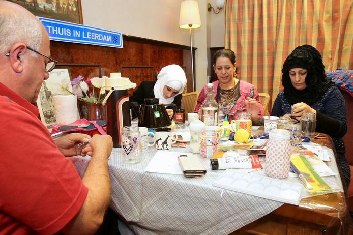 Bij Thuis in Leerdam maken vrijwilligers nieuwkomers wegwijs in de samenleving.