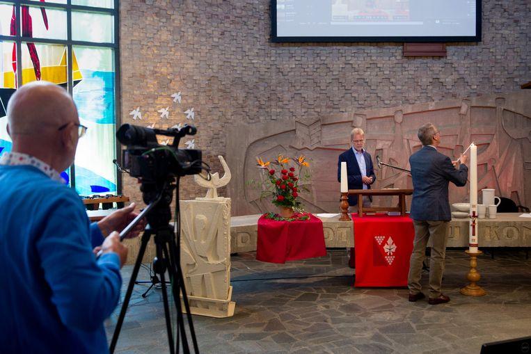 Vanuit 'de Ark' PKN kerk in Dronten wordt een online-dienst, kerkdienst gehouden. Beeld Herman Engbers