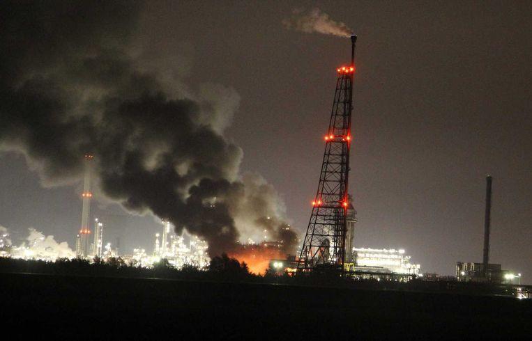 De brand bij Shell op industrieterrein Moerdijk Beeld anp