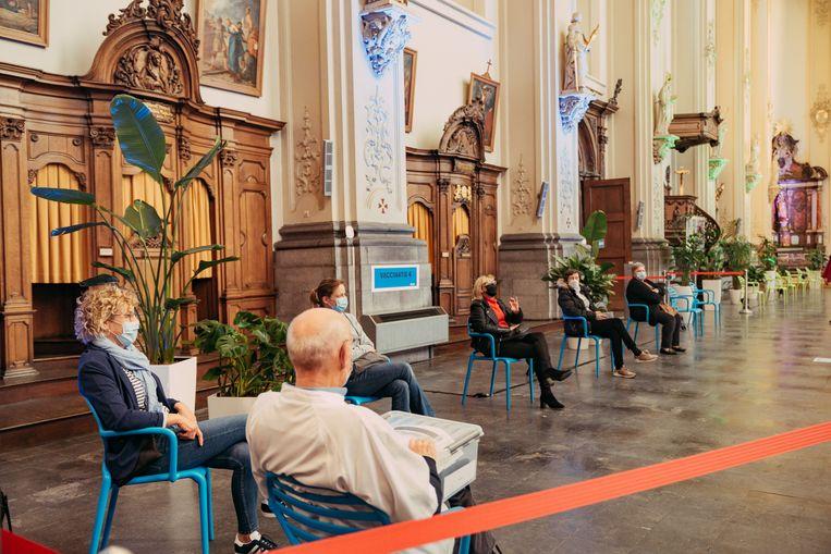 In Sint-Truiden doet een oude kerk dienst als vaccinatiecentrum. Beeld Illias Teirlinck