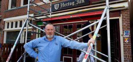 Vlaardingse cafébaas verkoopt terrasbezoeker morgen wél een biertje en bitterballen