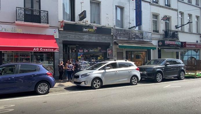 De krantenwinkel in de Maria Christinastraat in Laken werd vrijdagochtend overvallen.