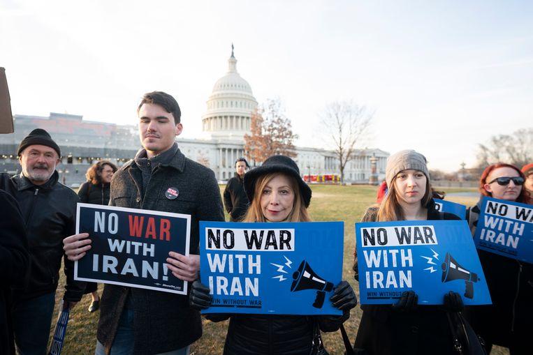 Bij het Capitool in Washington demonstreerden actievoerders tegen een mogelijke oorlog met Irak (09/01/2020).  Beeld EPA