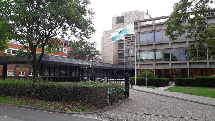 Ingang van het bankkantoor aan de Kemelstede 2-4, met links het kantoor dat verhuurd wordt.