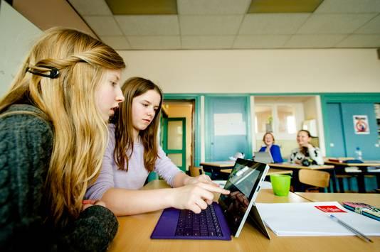 Scholen onderzoeken of leerlingen via de computer les kunnen krijgen.