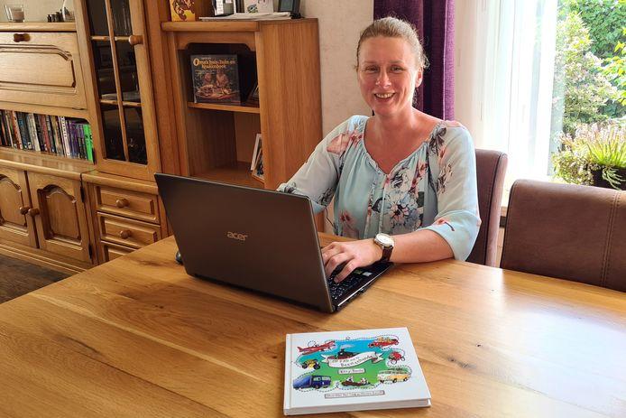 Kitty Tanis uit Brielle  met voor haar haar kinderboek Op Pad Met De Beestenbende.
