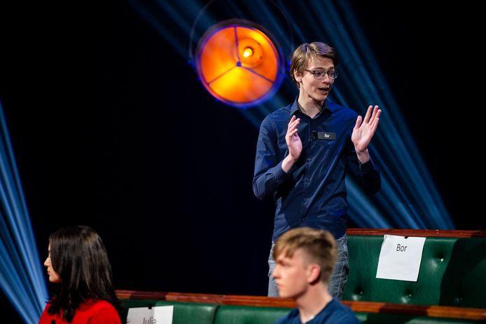 Bor Bennink in actie tijdens de debatwedstrijd Op Weg Naar Het Lagerhuis van BNNVARA.
