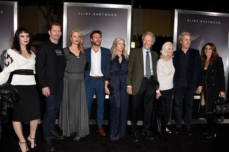 'Foto: De première van 'The Mule' in 2018, de eerste keer dat alle acht de kinderen van Eastwood samen waren. 'En toch kunnen we het goed met elkaar vinden.'' Beeld Getty Images