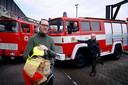 Links Alex Tukker, chauffeur Gerrit Vroegh en oud-brandweercommandant Mart de Grunt.