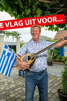 Griekofiel Louis (72) spreekt Grieks en bespeelt de bouzouki: 'Griekenland is in mijn lijf gaan zitten'