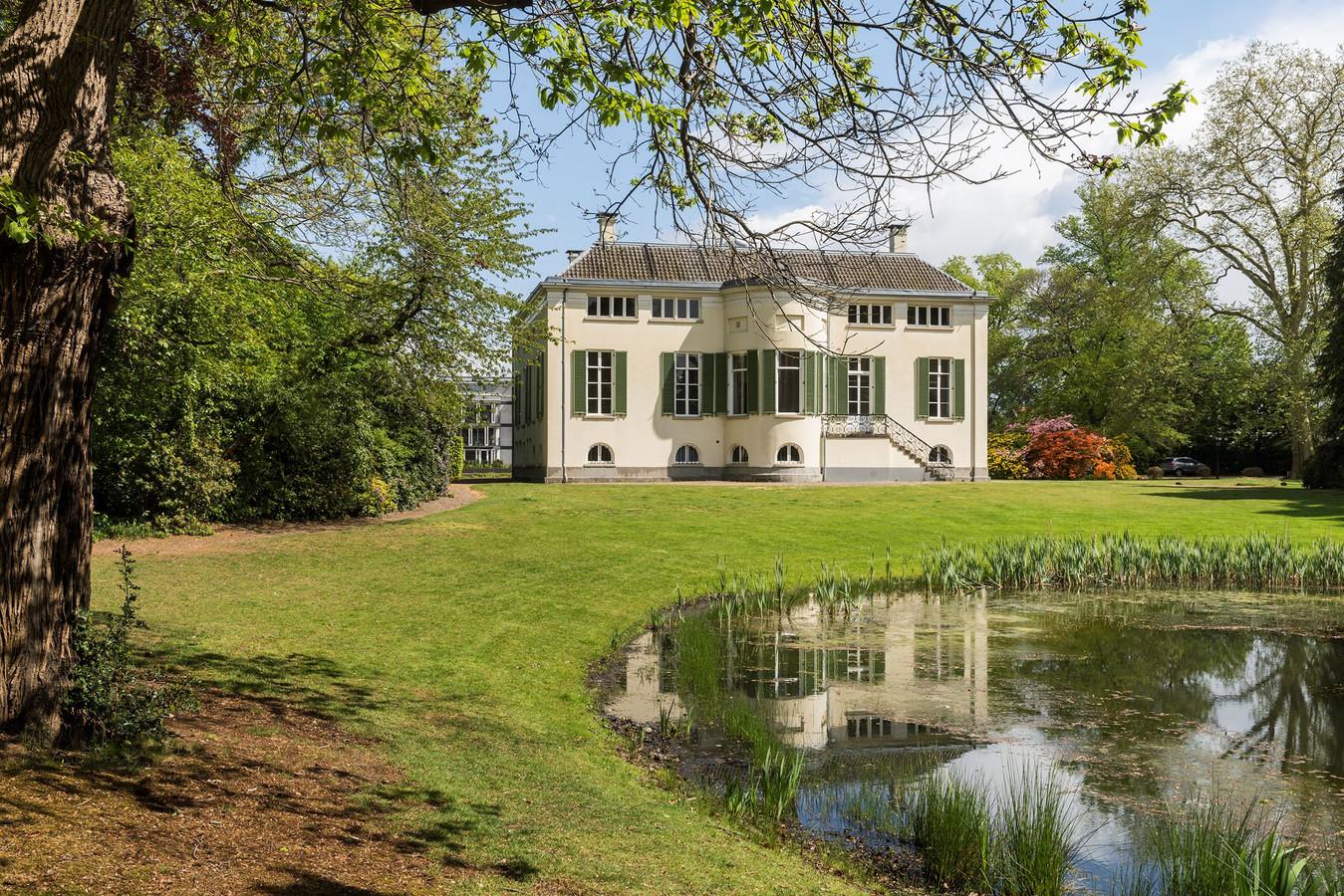 Een villa die voor bijna 2 miljoen te koop staat in Enschede. Ter illustratie.