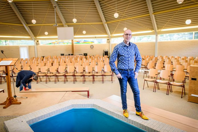 Voorganger Fokko Stalman van de Baptistengemeente Vroomshoop. Na meer dan drie jaar heeft de Baptistengemeente weer een voorganger.