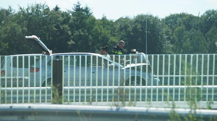 Één van de vier auto's die vrijdag betrokken was bij een kop-staartbotsing tussen Deventer en Apeldoorn.