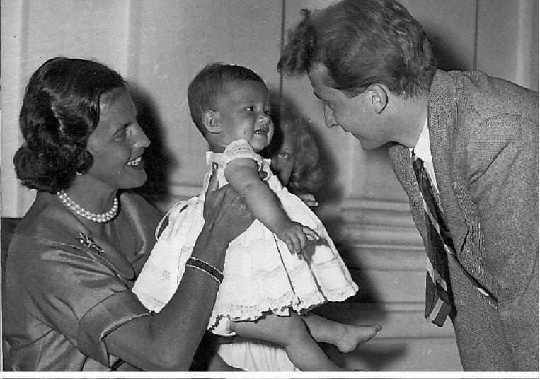 Maria-Esmeralda als baby, met moeder Lilian Baels en prins Albert. Beeld BELGA