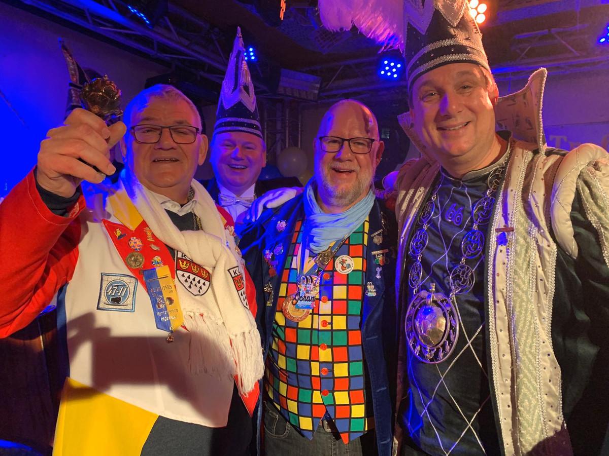 Van links af: Charles Rijssemus, secretaris Bert Kock van de Stadsprins, Manfred Oude Bekke (voorzitter Muiters) en Stadsprins Rob.