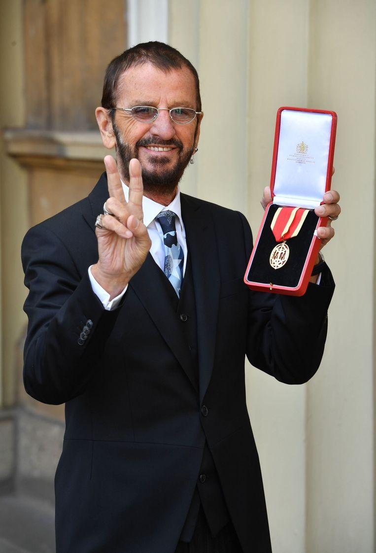 Ringo Starr poseert aan Buckingham Palace. Beeld Photo News