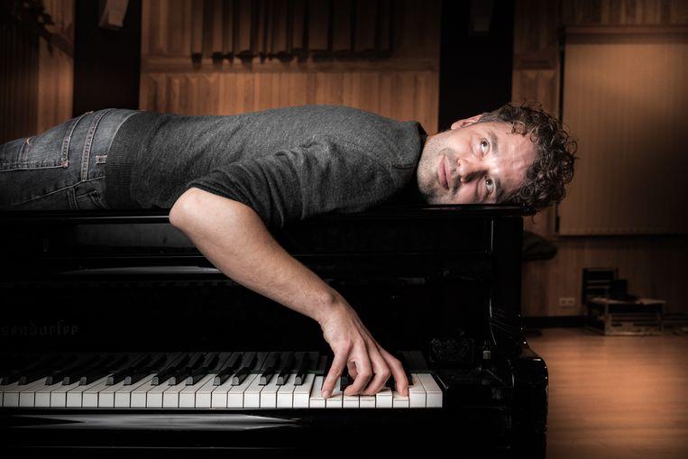 """Elke ochtend stond Vanderveken anderhalf uur vroeger op om zijn bed te ruilen voor zijn piano. """"Nachtrust was de grootste opoffering."""""""