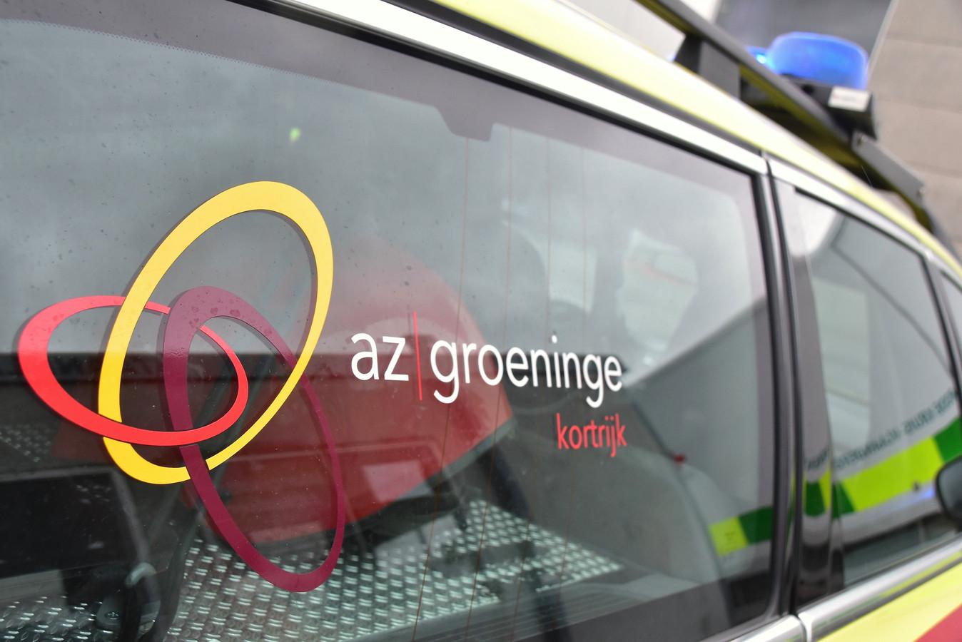 De fietser op leeftijd werd naar het AZ Groeninge in Kortrijk overgebracht.