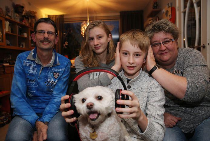 Deze familie is al zes jaar op rij naar Landal Miggelenberg gegaan, om de jaarwisseling vuurwerkvrij door te komen. Foto Archief