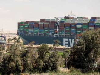Schip dat Suezkanaal blokkeerde, blijft aan de ketting liggen