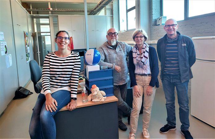 De overgebleven werknemers van Rondom Media zijn nog met vijf: vlnr: Julie Dhont, Xavier Vancoppenolle, Anne Vanbosterhout en Pier Debeer. Stefaan De Smijter ontbreekt op de foto.