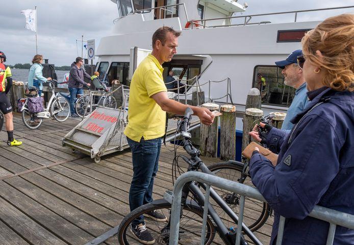 """Marinus Dijkhuizen van de gelijknamige reder kreeg geen ligplaats in de Vlissingse Binnenhaven. Onterecht, zo is gebleken. ,,Wij werden gewoon oneerlijk behandeld. Zonder dat ons werd uitgelegd waarom."""""""