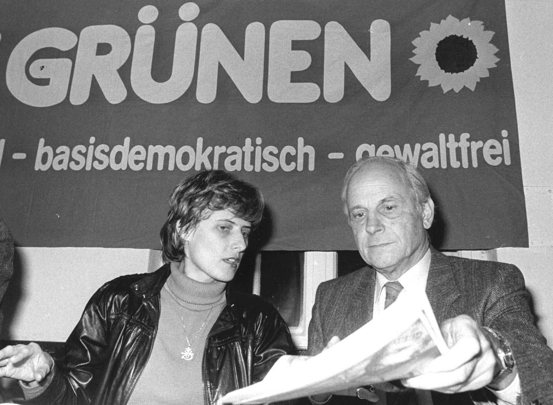Kelly, medeoprichter van de Groenen, met 'bekeerde' militair Gert Bastian. Beeld DPA/ANP