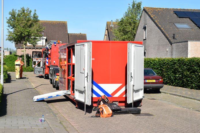 De brandweer rukte uit naar de Juliana van Stolbergstraaat in Poederoijen.