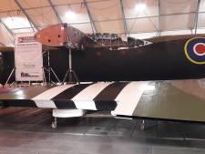 Zweefvliegtuig 'Horsa' arriveert in Oosterbeek met forse vertraging in nachtelijk transport