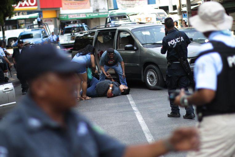 De alledaagse werkelijkheid in Acapulco: een executie op klaarlichte dag. Beeld getty