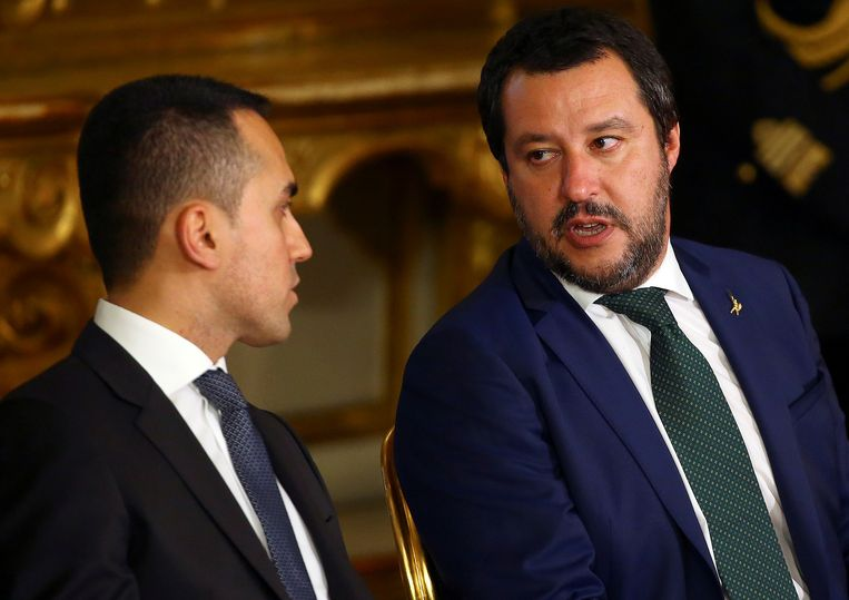 Vijfsterrenleider Luigi Di Maio met Lega-leider Matteo Salvini in betere tijden. Beeld Reuters