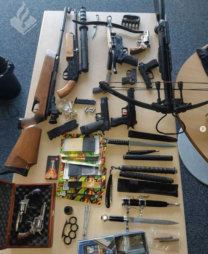 De voorraad verboden spullen die bij de verdachte in Sint Anthonis werd aangetroffen.