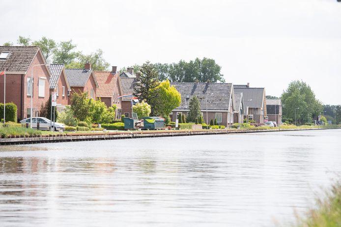 360 woningen langs het kanaal kampen met schade.