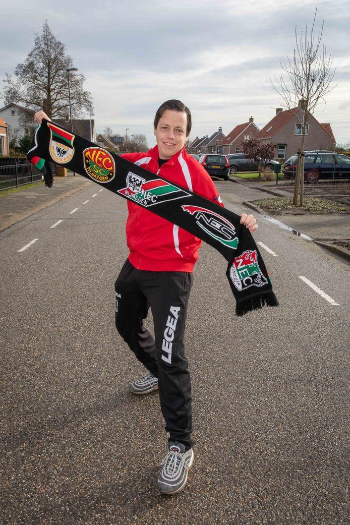 Harry Corveleijn uit 's-Heerenhoek heeft een seizoenskaart bij NEC Nijmegen. Zondag mag hij weer eens naar het stadion.
